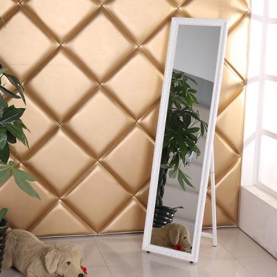 Напольное зеркало в деревянной раме 400А